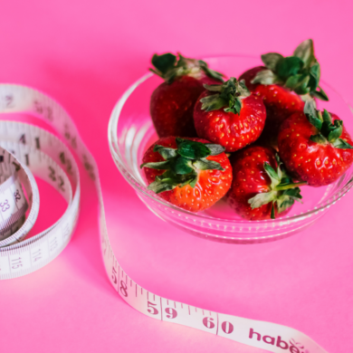 Image of strawberries and tape measure - portion balance