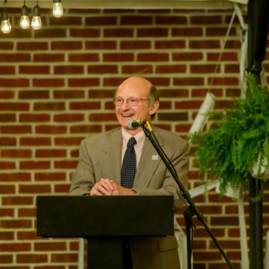 Image of Bill Novelli at a speaking egagement